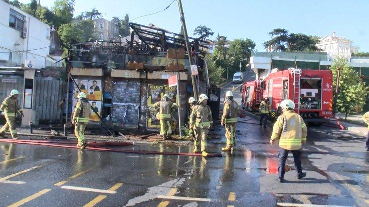 Sarıyer'de baraka yangını, sahil yolunda trafik durdu