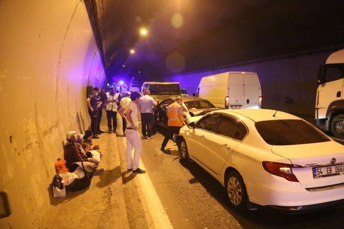 TEM'de 5 araç birbirine girdi: 5 yaralı
