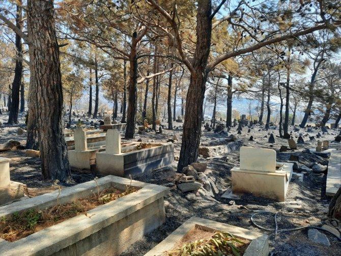 Orman yangınında şehit kabri ve Türk bayrağı zarar görmedi!