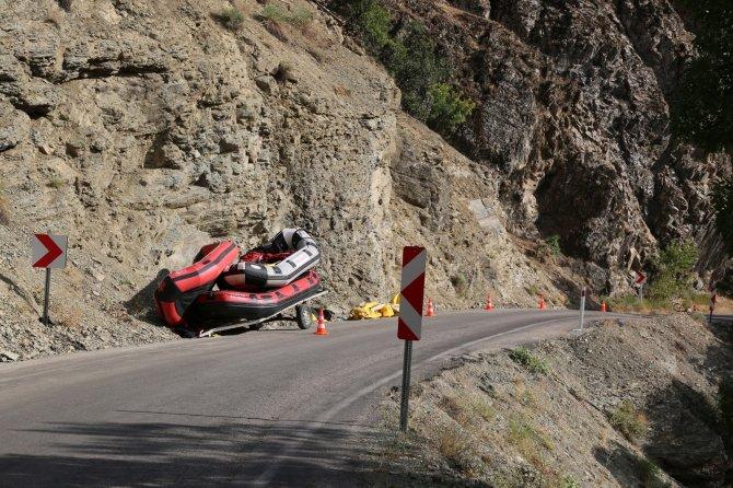 Römorka bağlı rafting botu devrildi: 2'si ağır 4 yaralı