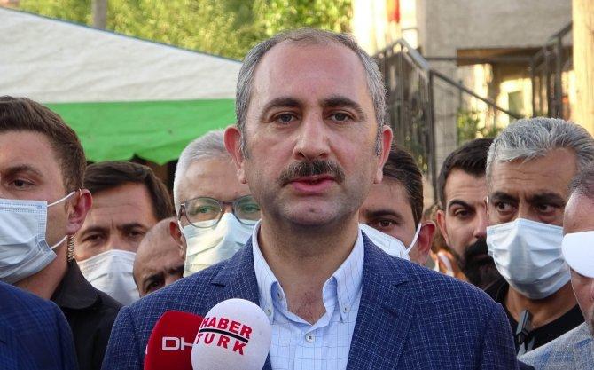 Adalet Bakanı Gül ve Kurtulmuş'tan katledilen ailenin yakınlarına taziye ziyareti