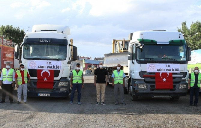 Ağrı'dan Antalya'daki yangınlara iş makinesi desteği