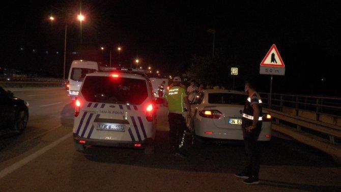Düğünü gidenleri taşıyan hafif ticari araca otomobil çarptı: 7 yaralı