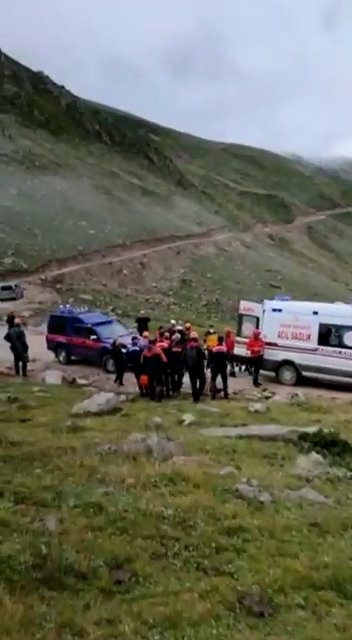 Kaçkarlarda düşen 2 Ukraynalı dağcı, 33 saatte kurtarıldı