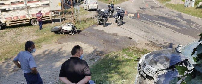 Motosiklet otomobille çarpıştı: 1 ağır yaralı