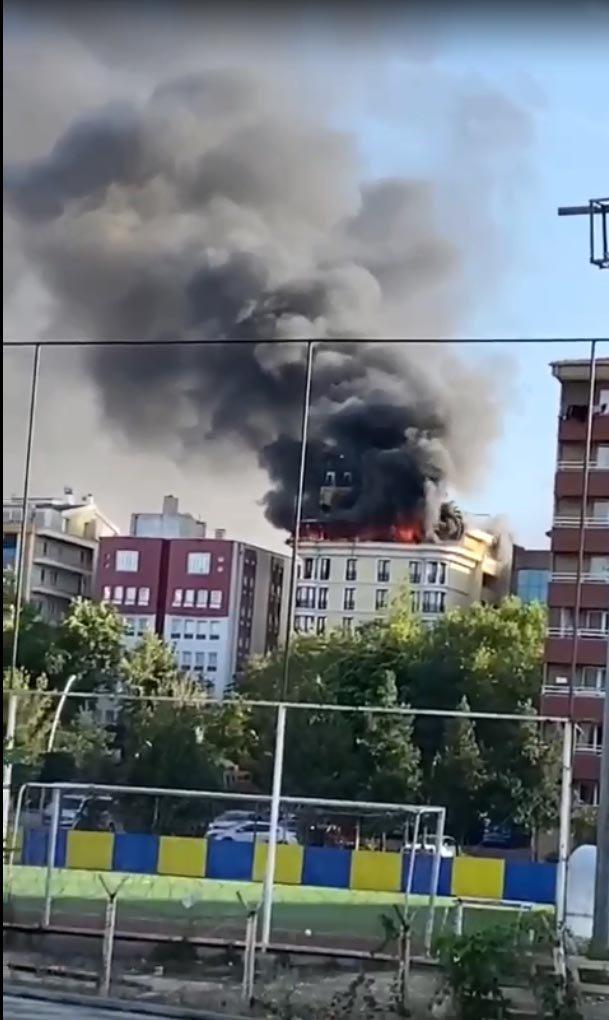 Otelin çatısında çıkan yangın korkuttu