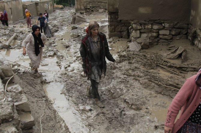 Sel felaketinden son anda kurtarılan kadın konuştu