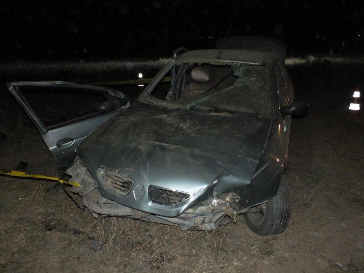 Sürücüsünün, sürüye çarpmamak için ani manevra yaptığı otomobil şarampole devrildi: 1 ölü, 2 yaralı