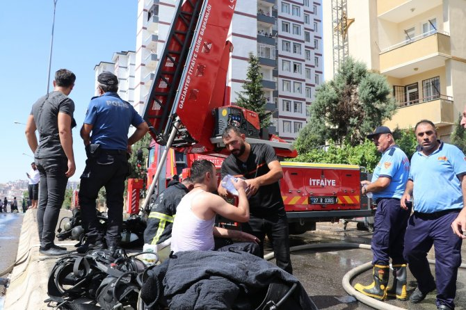 11 katlı binanın çatısında çıkan yangın kontrol altına alındı