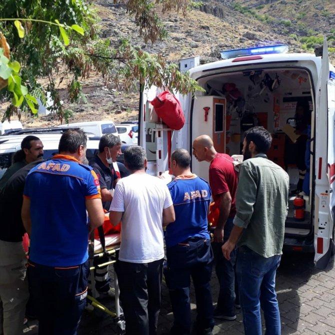 Kayalıkta mahsur kalan kadını AFAD ekibi kurtardı