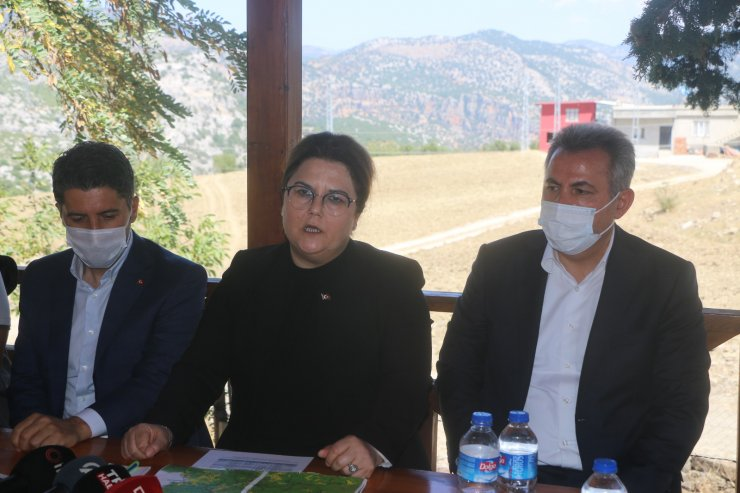Bakan Yanık, Adana ve Osmaniye'deki yangın bölgelerinde