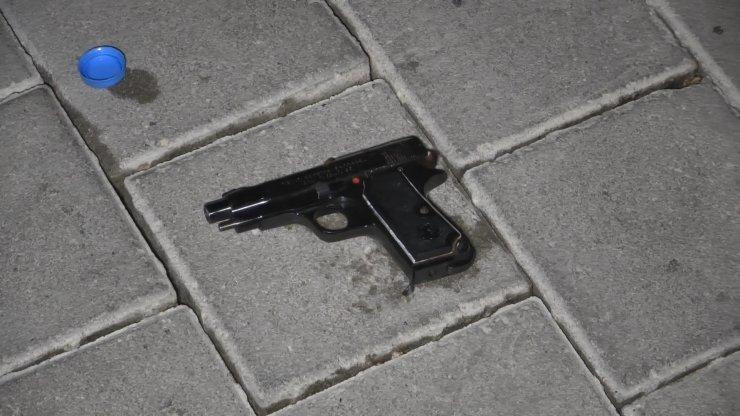 Boşanma aşamasındaki eşini tabancayla vurdu