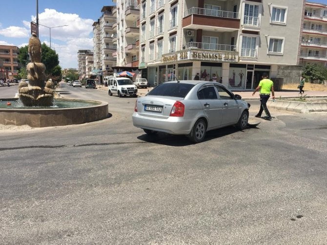 Hafif ticari araç ile otomobil çarpıştı: 2 yaralı