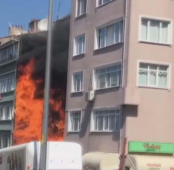 Hurda deposunda yangın