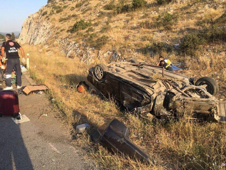 Takla atan otomobil ters döndü;  3 kişilik aile yaralandı