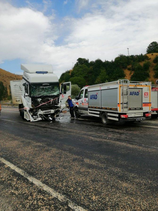 Trafik kazası: 2 ölü, 3 yaralı