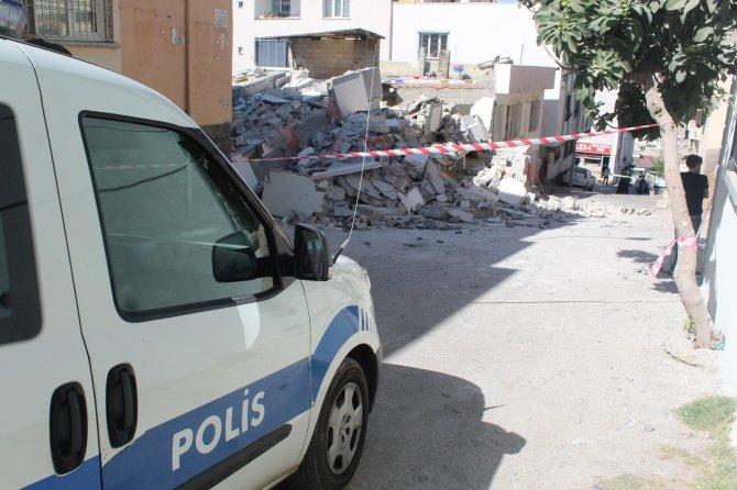 Yeni yapılan 5 katlı bina çöktü, facianın eşiğinden dönüldü
