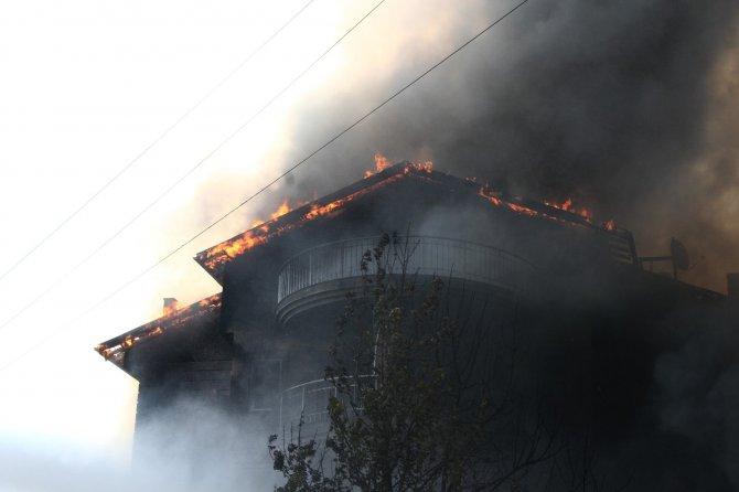 4 katlı mobilya mağazasında yangın