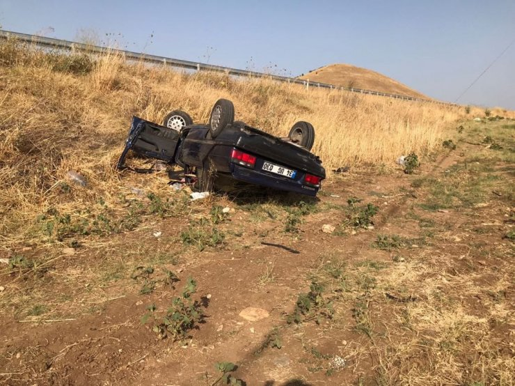Şarampole devrilen otomobildeki çifti ölüm ayırdı