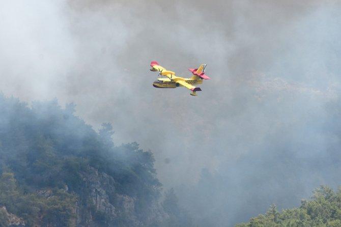 İspanyol yangın söndürme uçakları Köyceğiz'e müdahale ediyor