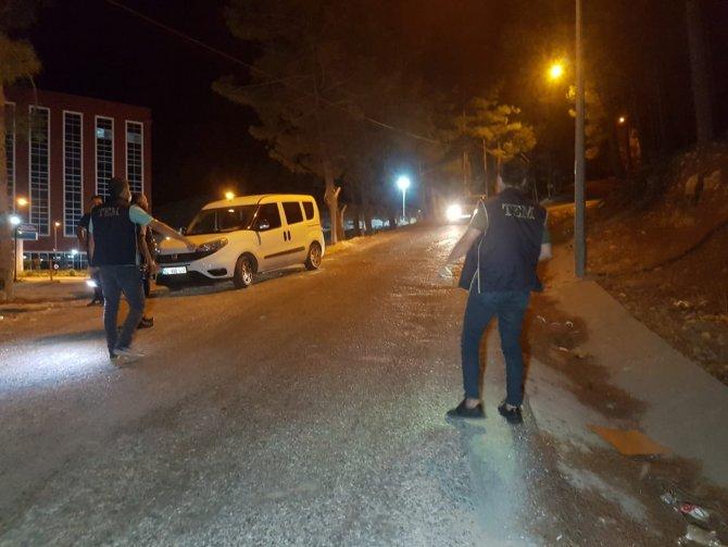 Ormanda el feneri gezen şahıslar polisi alarma geçirdi