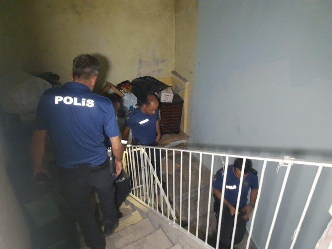 Polis çatıda hırsız aradı