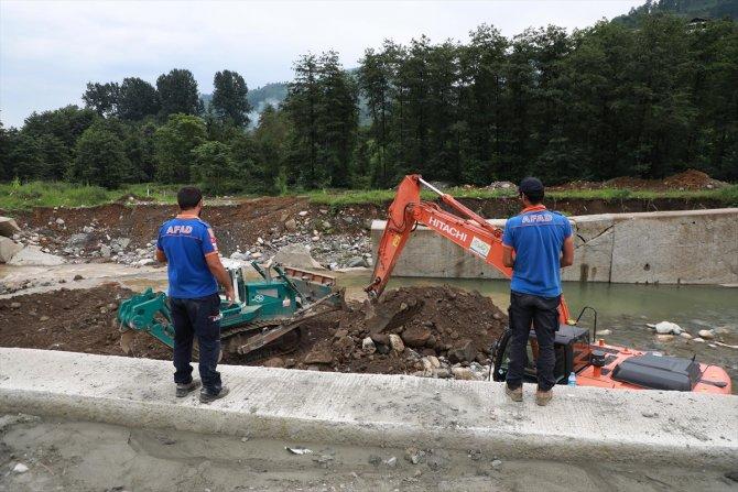 Sel ve heyelanda kaybolan 2 kişiyi arama çalışmaları devam ediyor