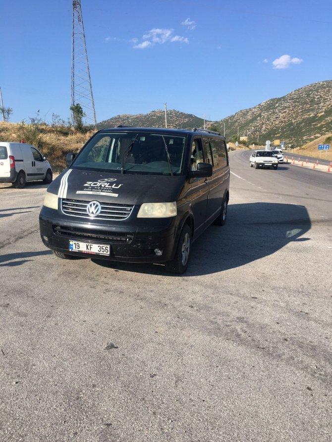 Çalıntı minibüsteki şüpheli aracı bırakarak kaçtı