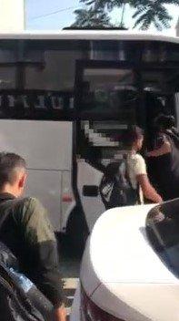 Sokağa kaçak göçmenleri bırakan kamyonet sürücüsü yakalandı