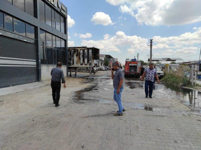 Tırın dorsesinde çıkan yangını sanayi sitesi yangın söndürme ekibi söndürdü