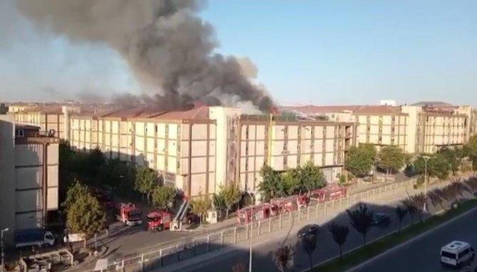 5 katlı işyerinin çatısında korkutan yangın