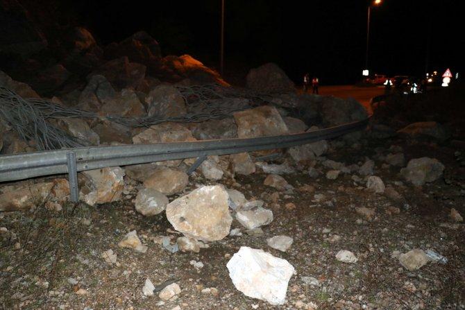 Heyelan nedeniyle kapanan Karabük-Zonguldak kara yolu ulaşıma açıldı
