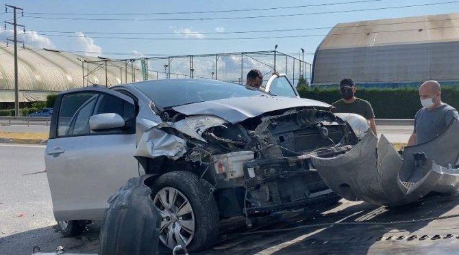 Duble yolda iki otomobil çarpıştı: 2'si çocuk 3 yaralı