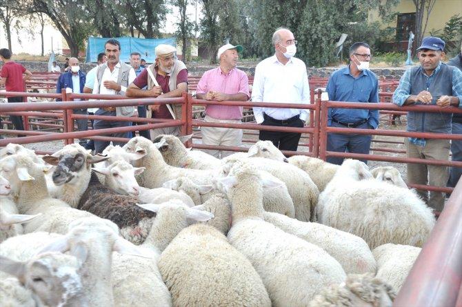 Emirgazi'den Manavgat'taki hayvan yetiştiricilerine anlamlı yardım