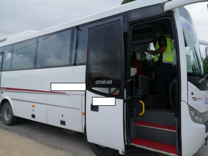 Jandarma ekiplerinden yolcu otobüslerine sıkı denetim