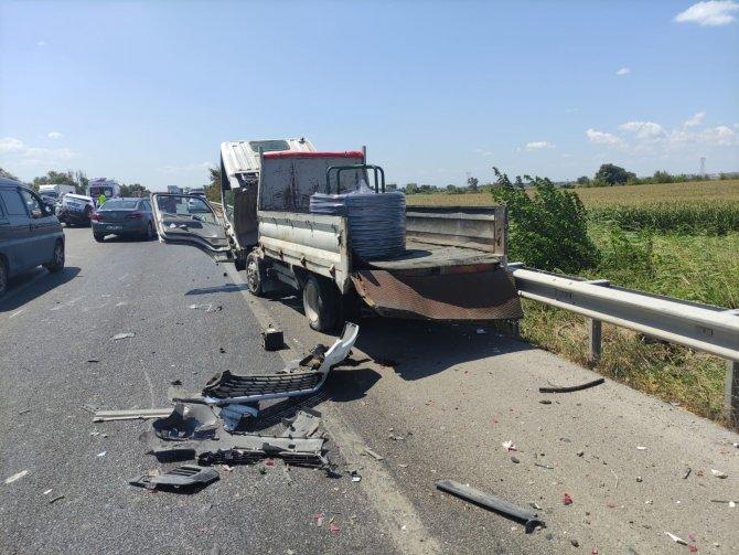 Kaza: 3 yaralı