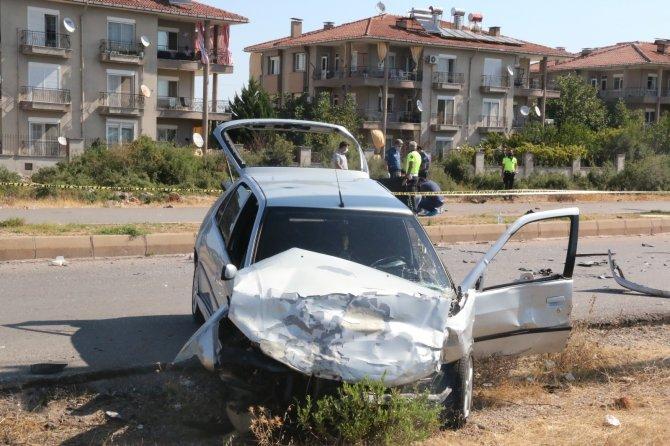 Minibüs ve otomobil çarpıştı, servis bekleyen işçi can verdi
