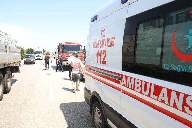 Otomobil yolcu otobüsüne çarptı: 1 yaralı