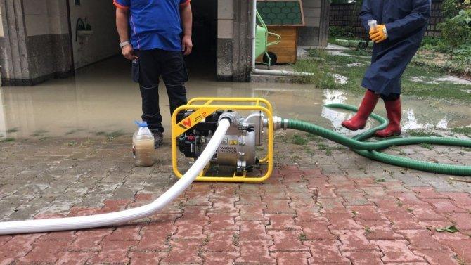 Su basan evlere AFAD ve itfaiye ekipleri müdahale etti