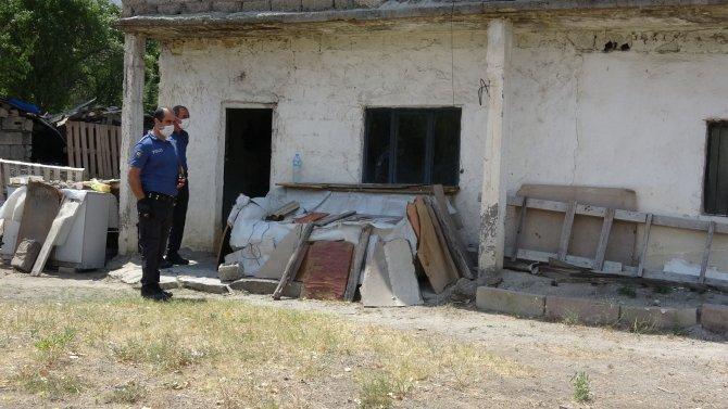 Yalnız yaşayan yaşlı adam evinde ölü bulundu