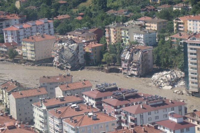 3 gündür yardım bekleyen 5 kişilik aile helikopterle böyle kurtarıldı