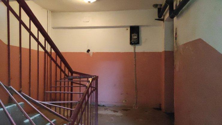 6 katlı apartmandaasansör boşluğuna düşüp hayatını kaybetti