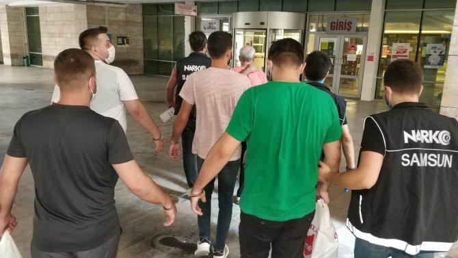 Baba ve 2 oğlu uyuşturucu ticaretinden tutuklandı