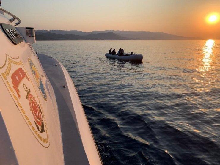 Botları sürüklenen 17 kaçak göçmen kurtarıldı