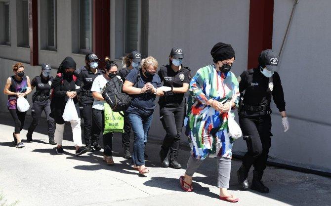Çete lideri tarihi eser kaçakçısı öğretmen, parayı bulunca istifa etmiş