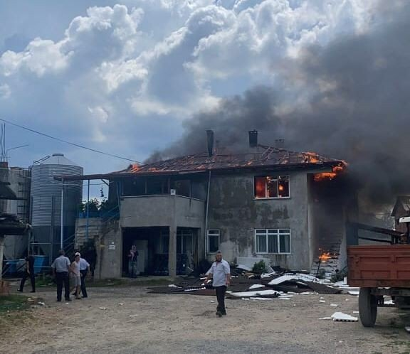 Çiftlik evinde yangın