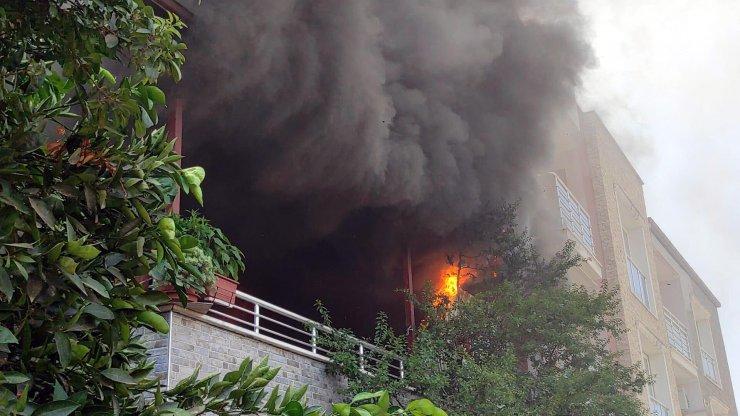 Evde şarj aletinden çıkan yangın söndürüldü