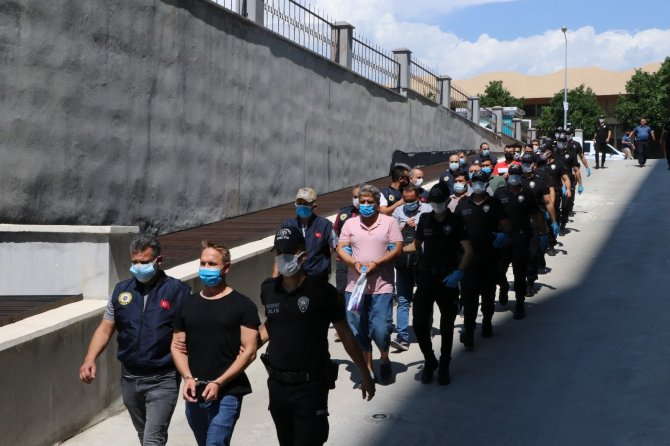 FETÖ'den gözaltına alınan 17 kişi adliyeye sevk edildi