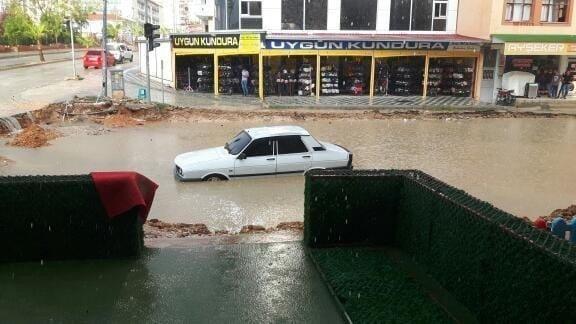 Osmaniye'de sağanak yağış hayatı olumsuz etkiledi