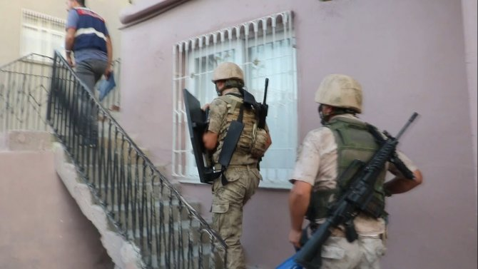 Terör örgütü propagandası yapan 4 kişi gözaltına alındı